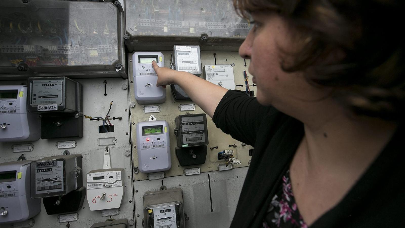 Endesa proposa als ajuntaments pagar a mitges el deute de les famílies vulnerables