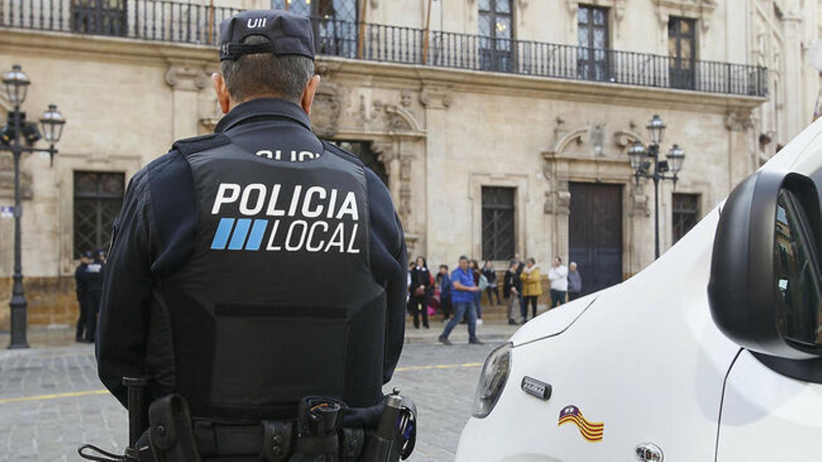 Un agent de la Policia Local de Palma.
