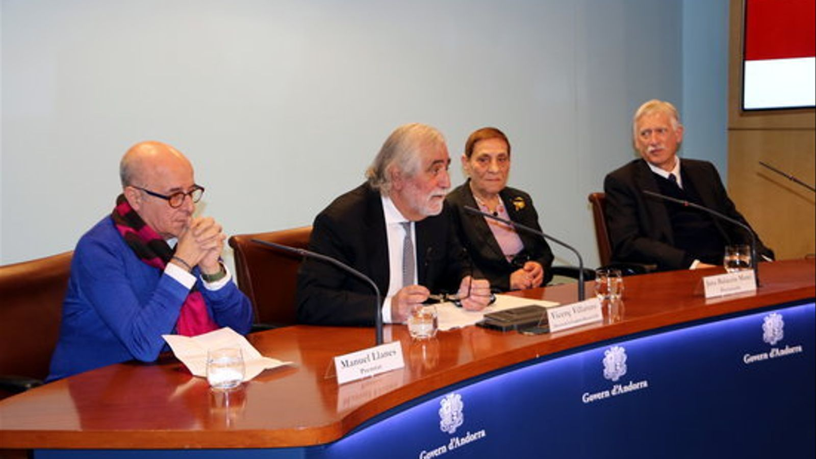 Manuel Llanes, Jana Balacciu i Jon Landaburu, amb Vicenç Villatoro, president de la Fundació Ramon Llull