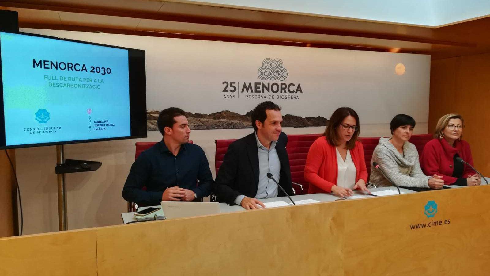 El conseller balear d'Energia, Marc Pons i la presidenta del Consell de Menorca, Susana Mora han detallat les accions que pensen dur a terme.