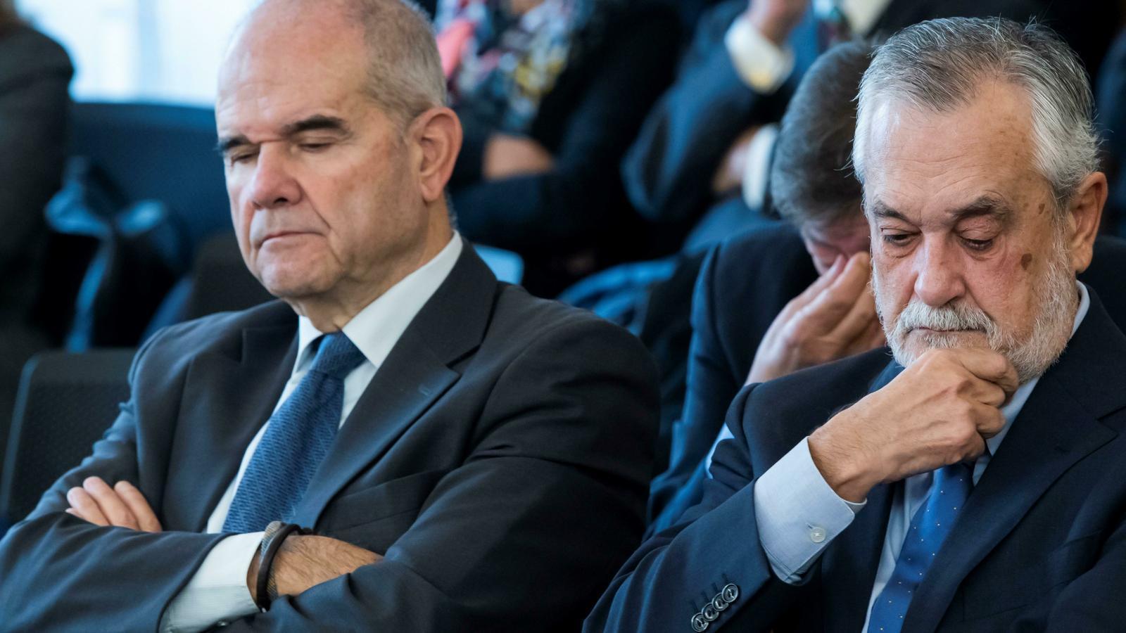 Els expresidents de la Junta d'Andalusia Manuel Chaves i José Antonio Griñán, en l'última sessió del judici contra els ERO