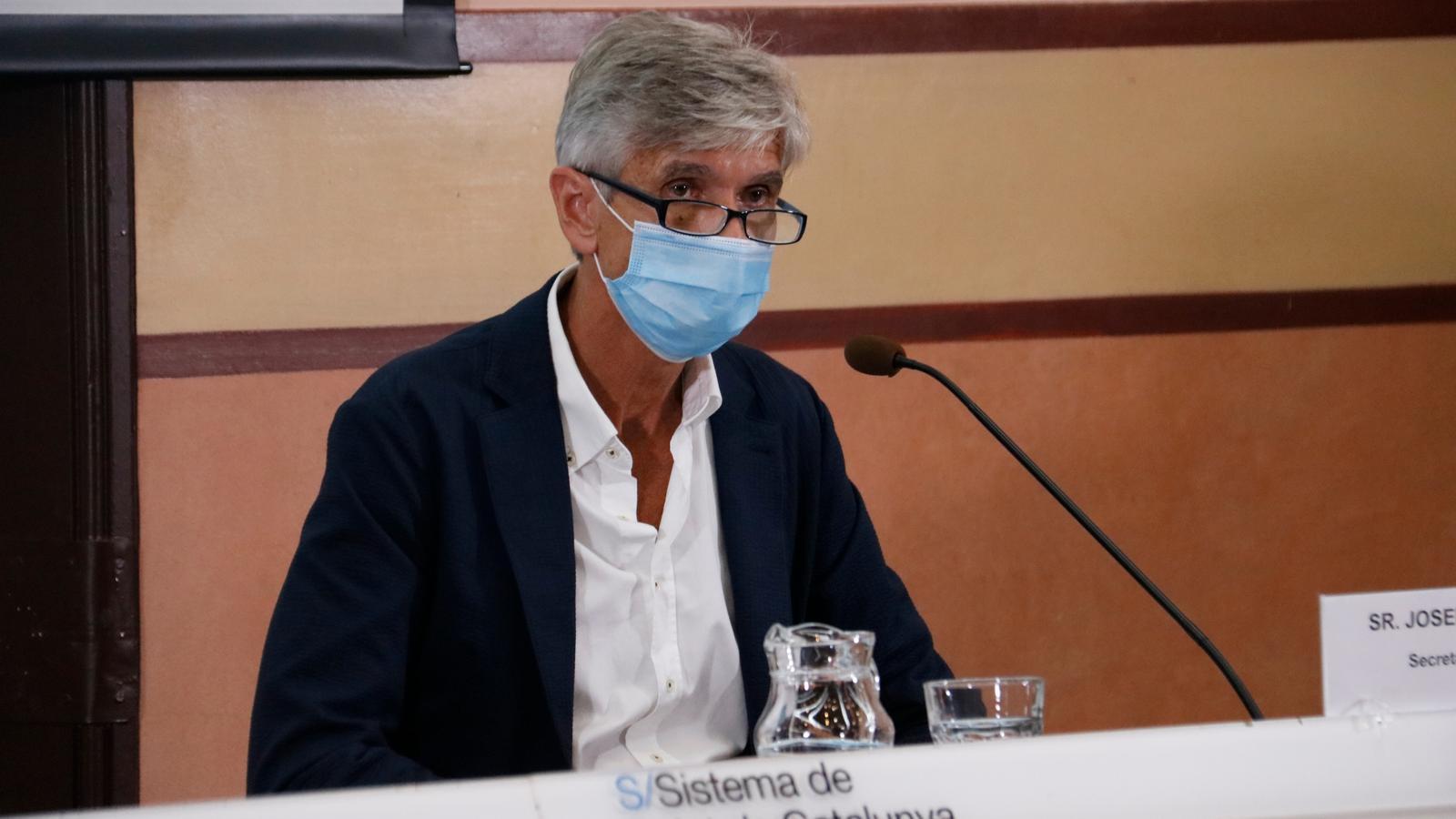 Roda de premsa del secretari de Salut Pública, Josep Maria Argimon, acompanyat del director del CatSalut, Adrià Comella, i del coordinador de la unitat de seguiment del covid-19, Jacobo Mendioroz.
