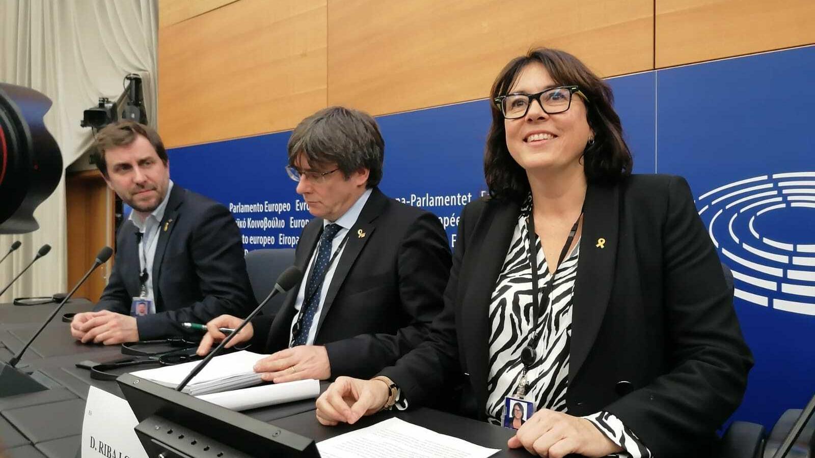 Comín, Puigdemont i Riba durant la roda de premsa