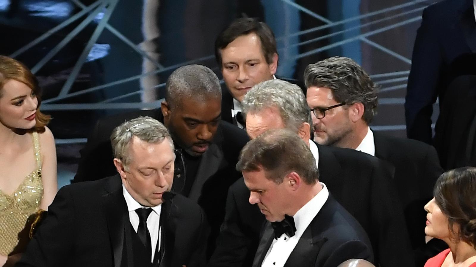 Caos en el moment de lliurar l'Oscar a la millor pel·lícula