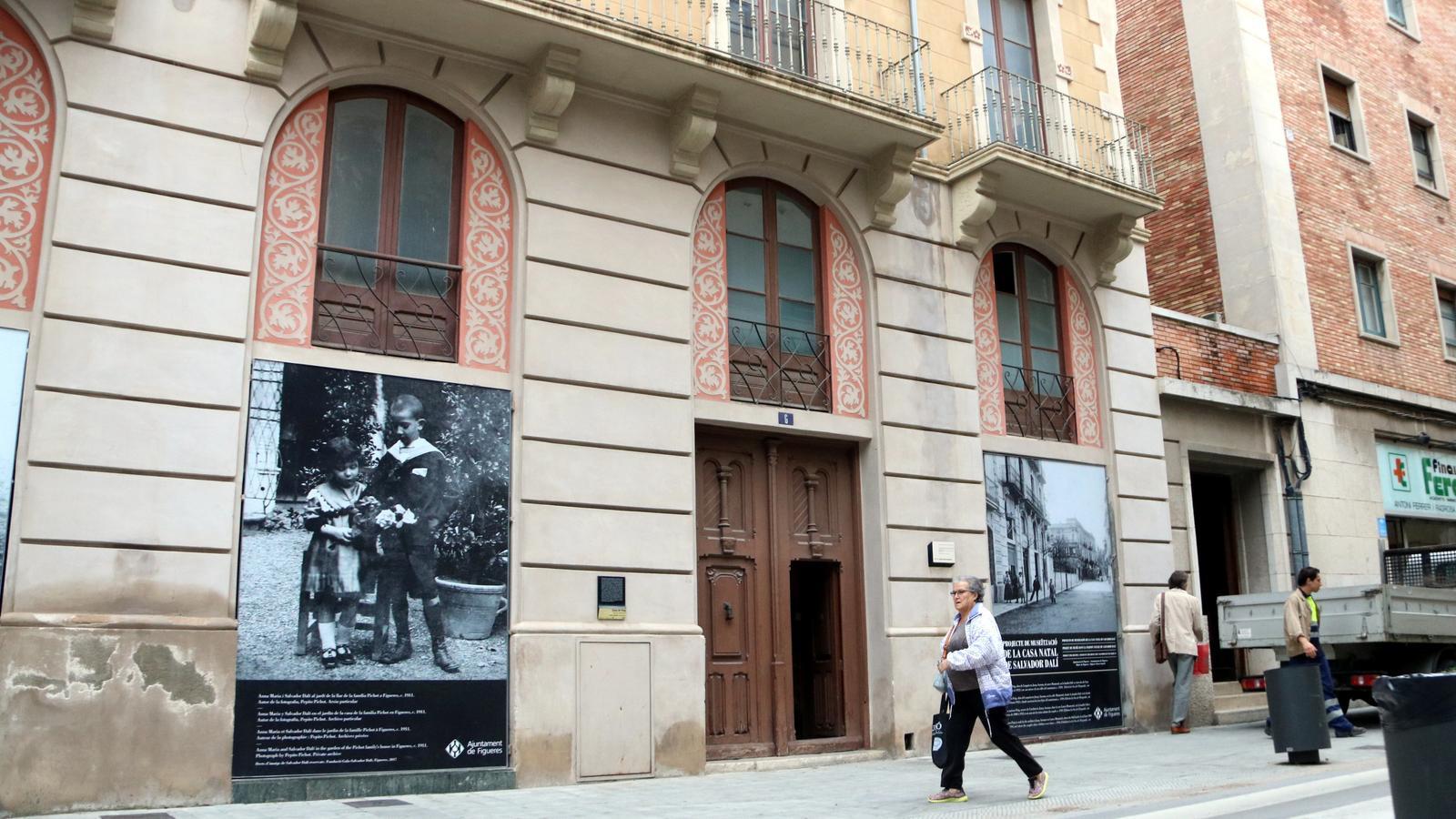 Façana de la casa Dalí a Figueres