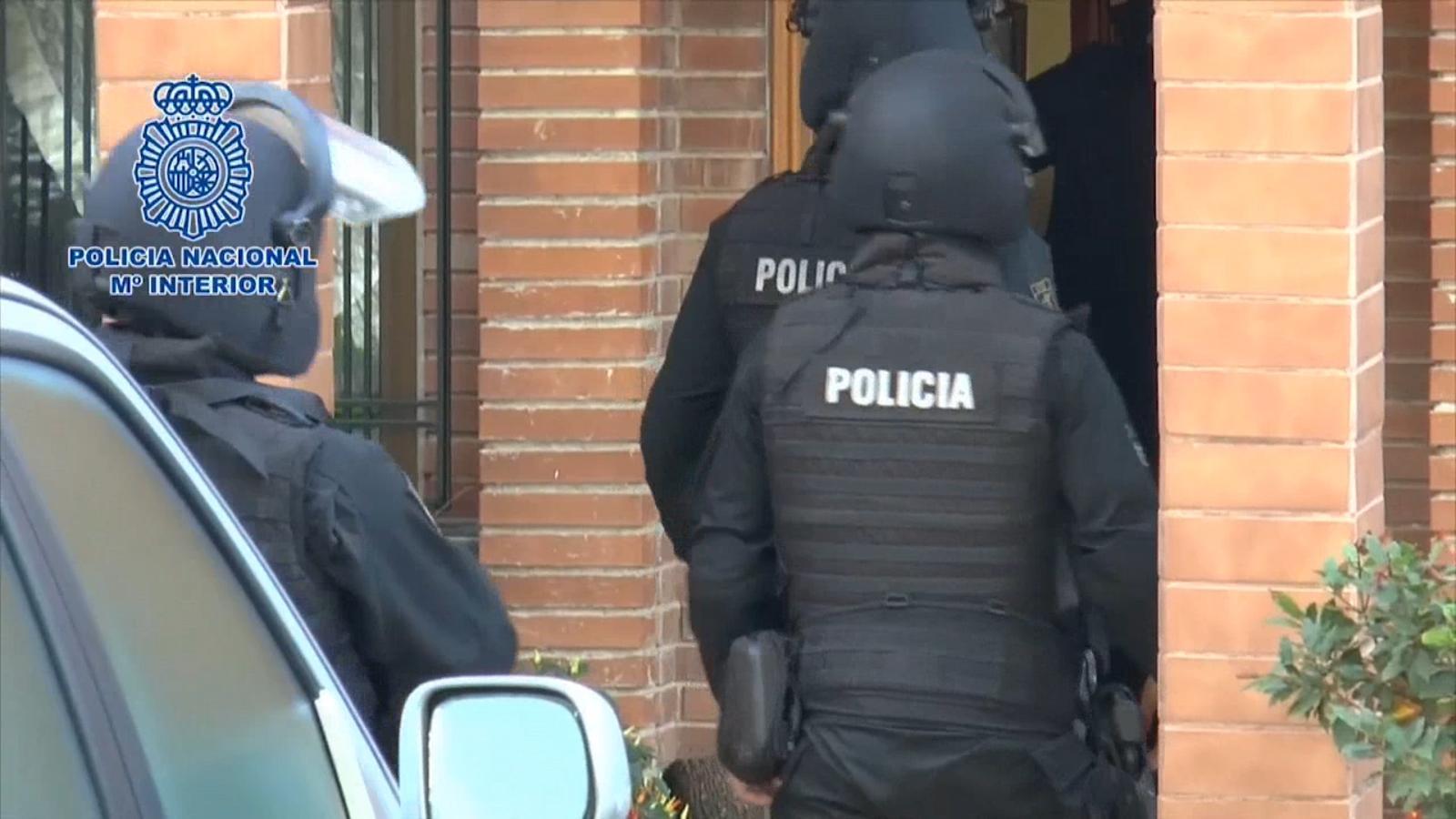 Dos detinguts al País Valencià per difondre l'ideari del Daeix i Al-Qaida