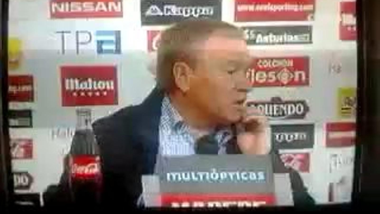 Javier Clemente s'ha encarat amb un periodista a la roda de premsa