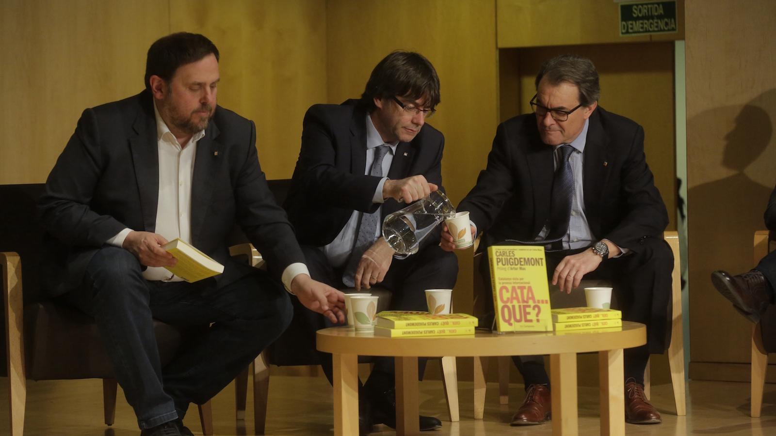 Oriol Junqueras, Carles Puigdemont i Artur Mas, en la presentació del llibre 'Cataquè?', de Carles Puigdemont i Carles Ribera