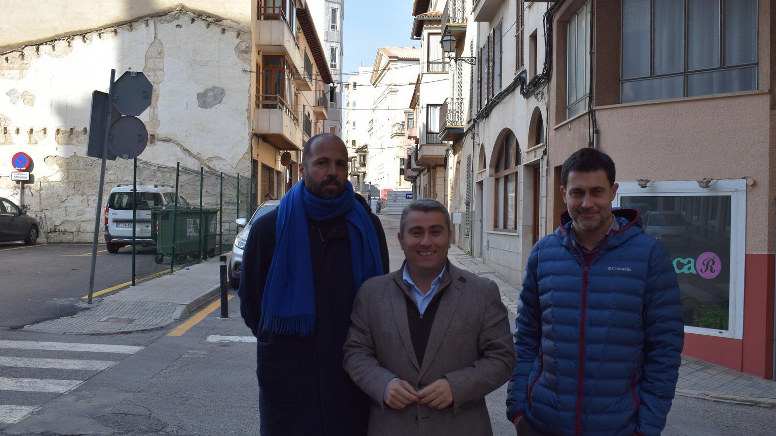 El batle d'Inca (centre) amb Carles Mena i Tomeu Ramis.