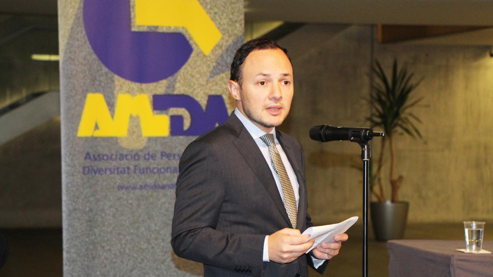 El ministre d'Afers Socials, Justícia i Interior, Xavier Espot, durant la introducció de la conferència organitzada per Amida sobre l'assistència sexual. / E. J. M.