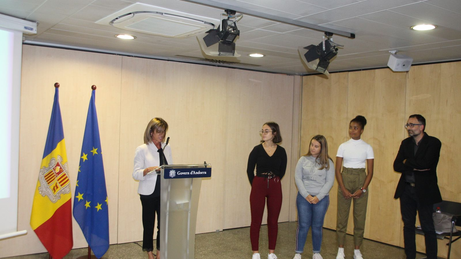 La ministra d'Educació i Ensenyament Superior, Ester Vilarrubla, durant el discurs previ a l'entrega dels premis. / A. S.