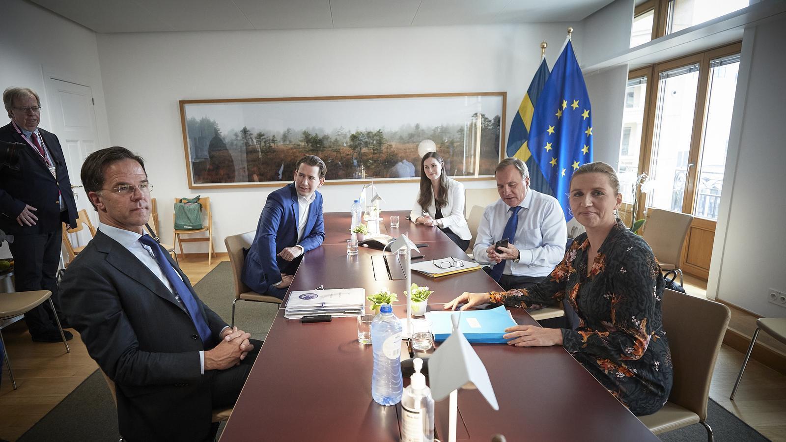 El primer ministre holandès, Mark Rutte, amb el canceller Austríac, Sebastian Kurz, la primera ministra de Finlàndia, Sana Marin, el primer ministre suec, Stefan Lofven i la primera ministra danesa, Mette Frederiksen.