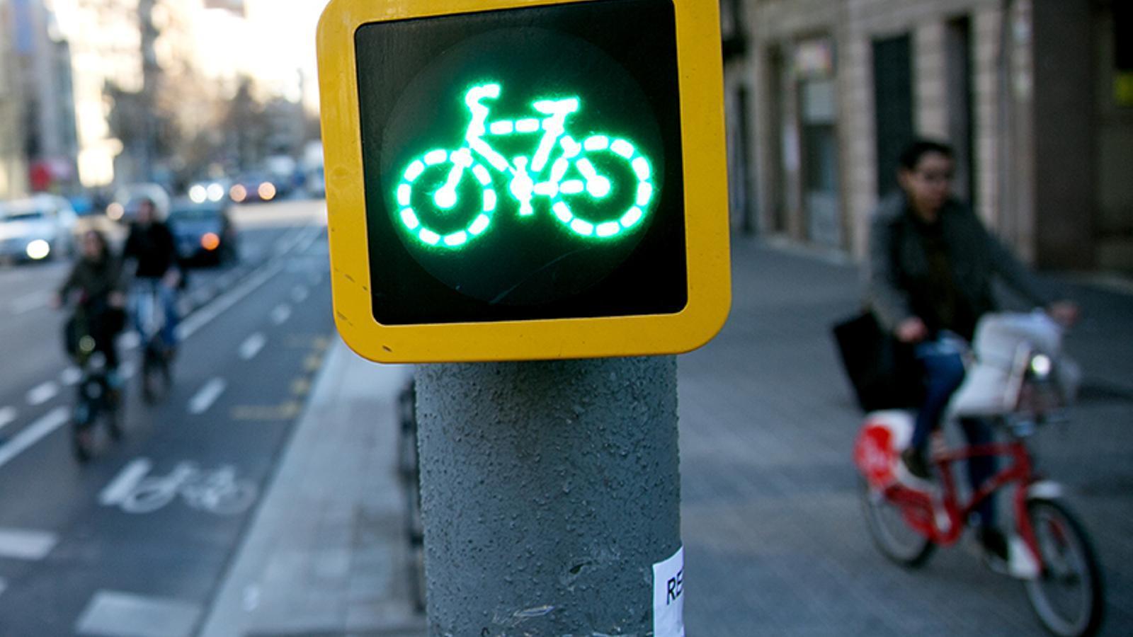 El govern de Colau vol que Entença deixi de ser una via ràpida i hi estudia un carril bici
