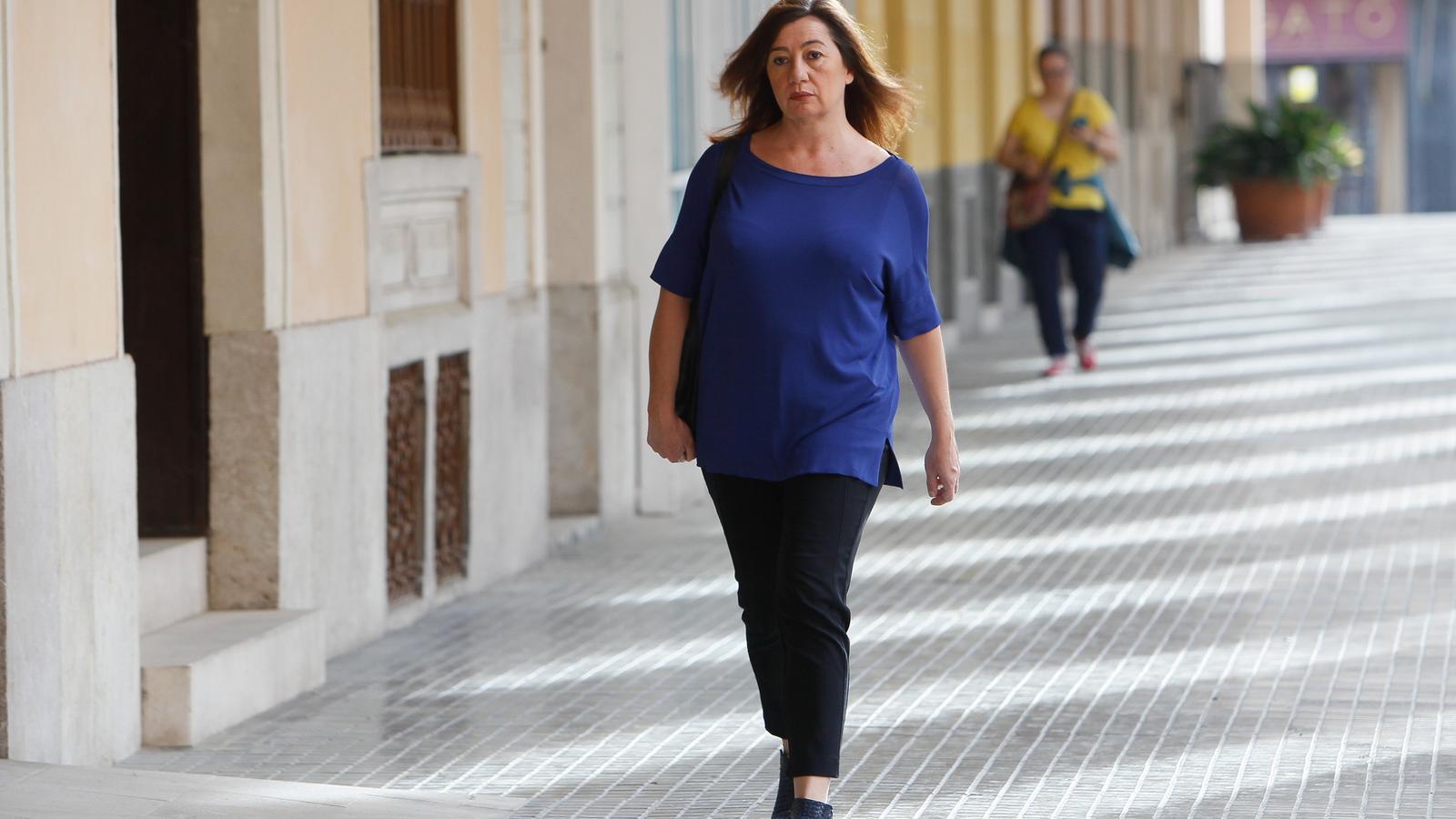 La presidenta del Govern, Francina Armengol, arribant al Parlament