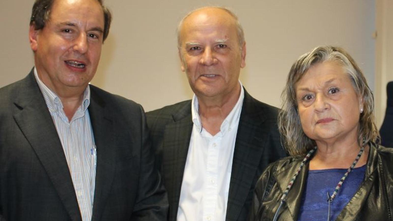 El fill de Francesc Ferrer Pastor,  Ramon Ferrer, president de l'Acadèmia Valenciana de la Llengua i Teresa Cabré, presidenta de la Secció Filològica de l'Institut d'Estudis Catalans