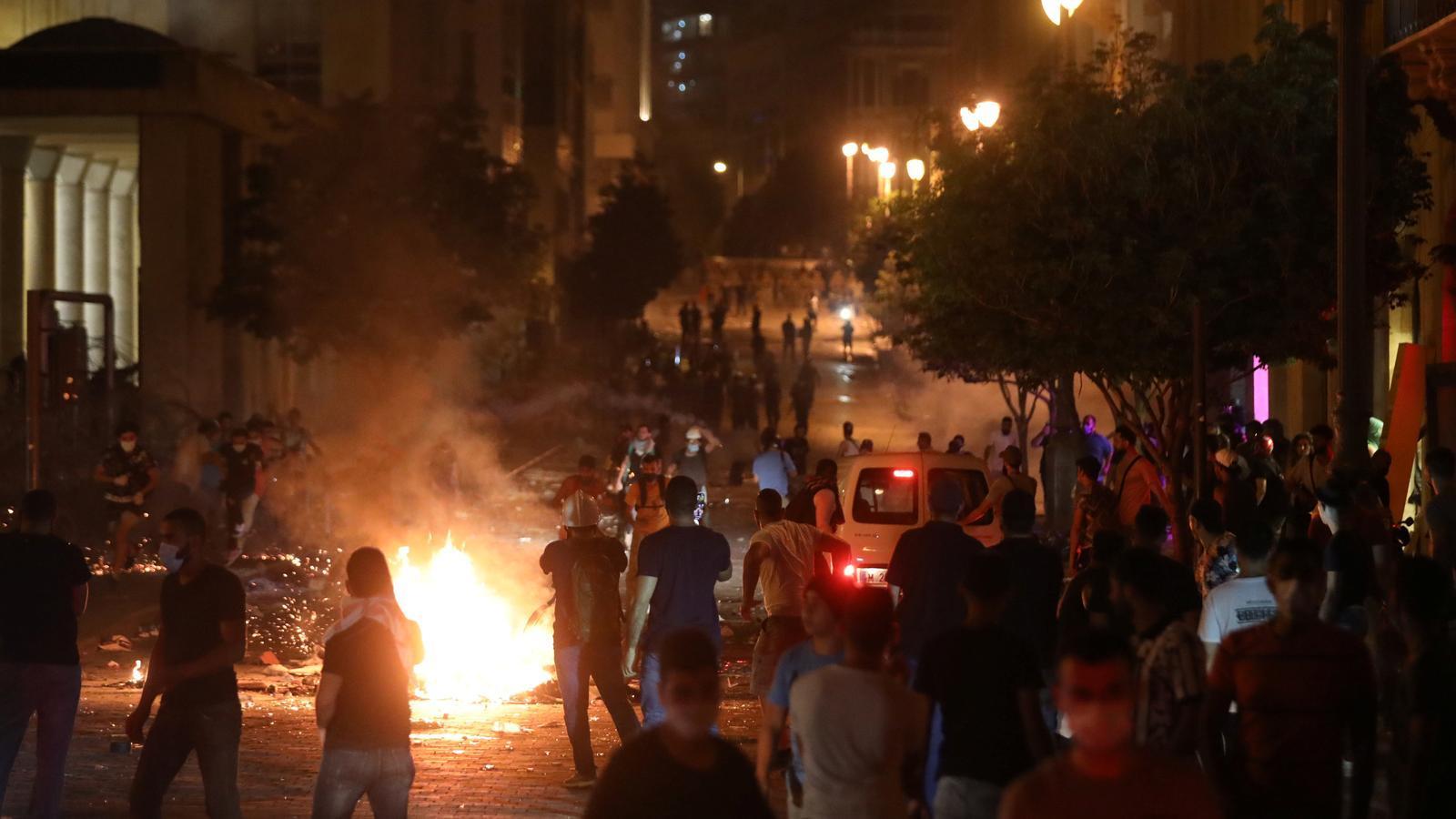 Esclaten protestes i aldarulls a Beirut contra el govern, acusat de negligència pels manifestants
