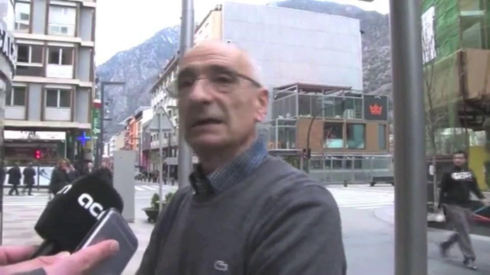 Patim perquè no sabem com s'acabarà això: clients de la Banca Privada d'Andorra, fent cua davant d'una oficina