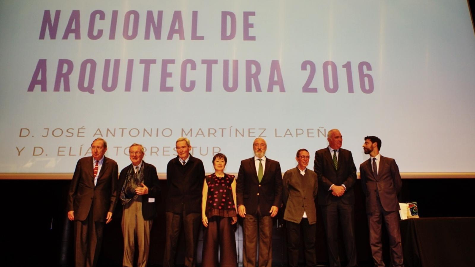 Foto de família dels guanyadors del Premio Nacional d'arquitectura / MINISTERI DE FOMENT