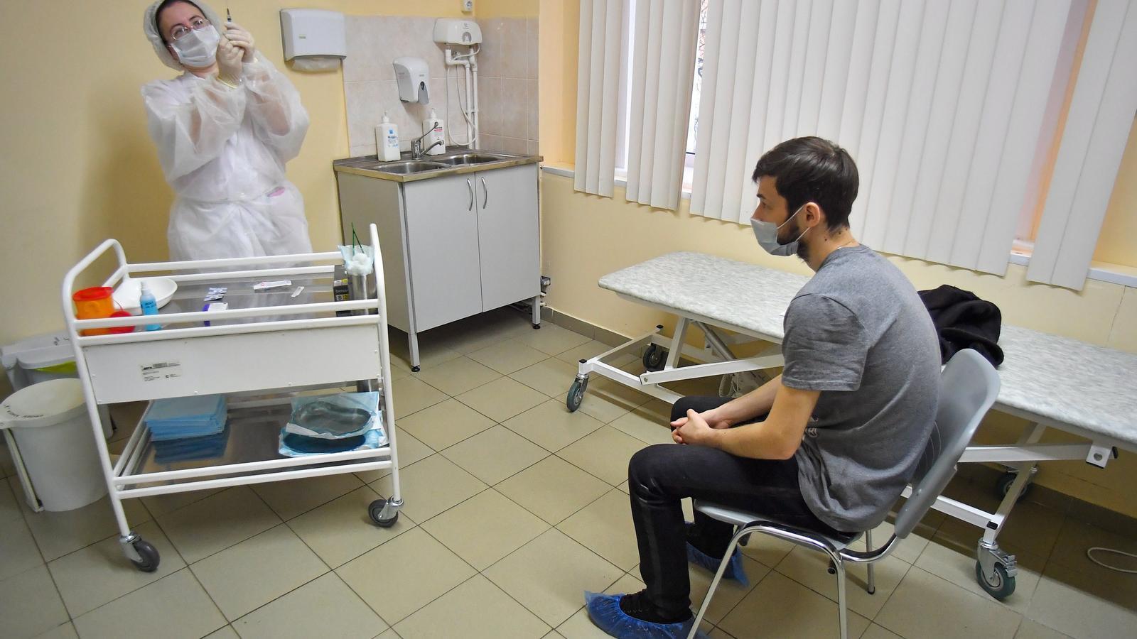 Aquest dissabte, a Moscou, ha començat el procés massiu de vacunació de la població russa, segons informen les diferents agències del país