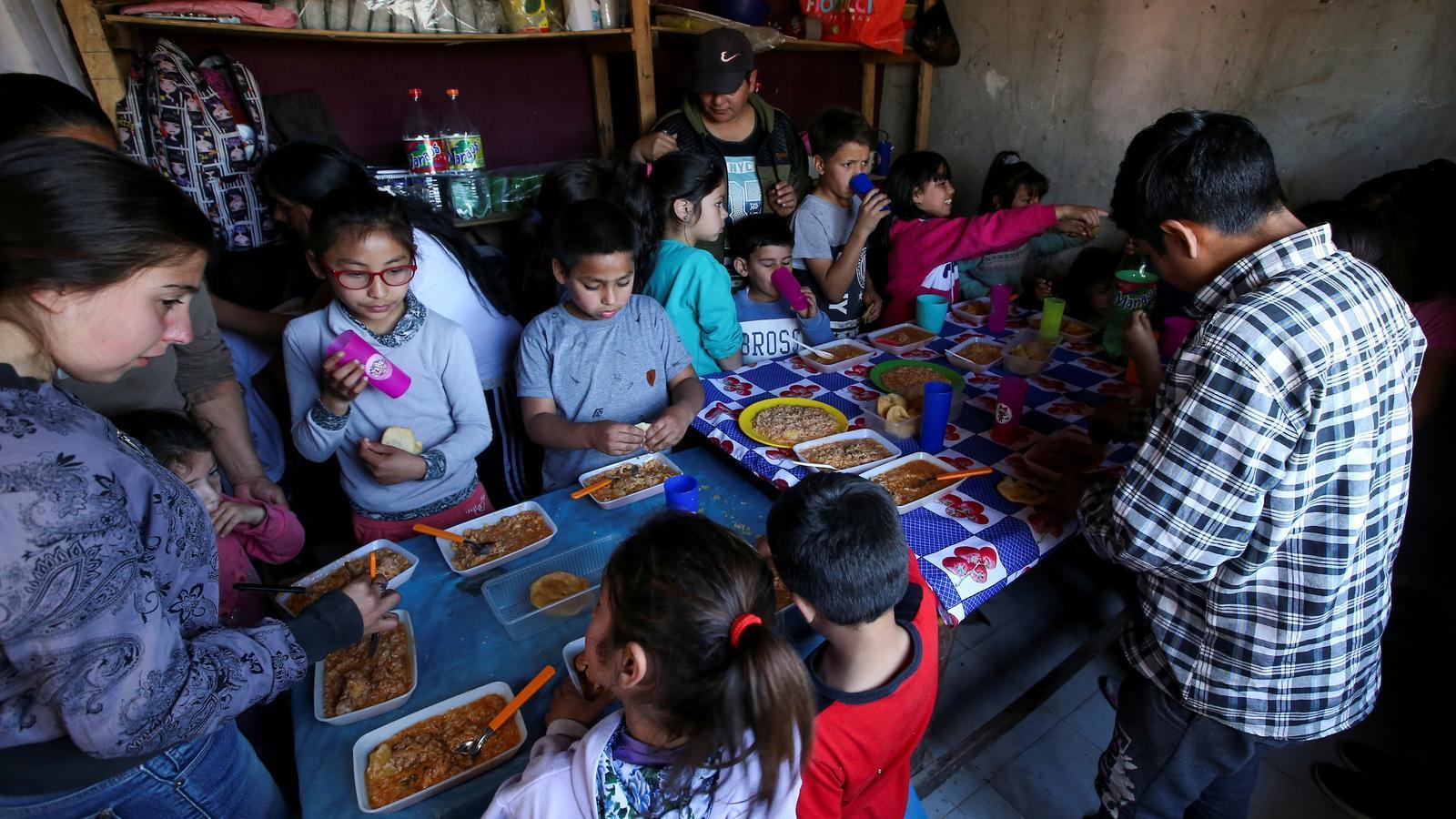 L'Argentina decreta l'emergència alimentària per alimentar els més pobres