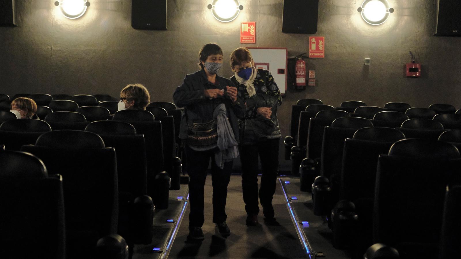 Espectadors al cinema Renoir Floridablanca aquest dilluns de reobertura