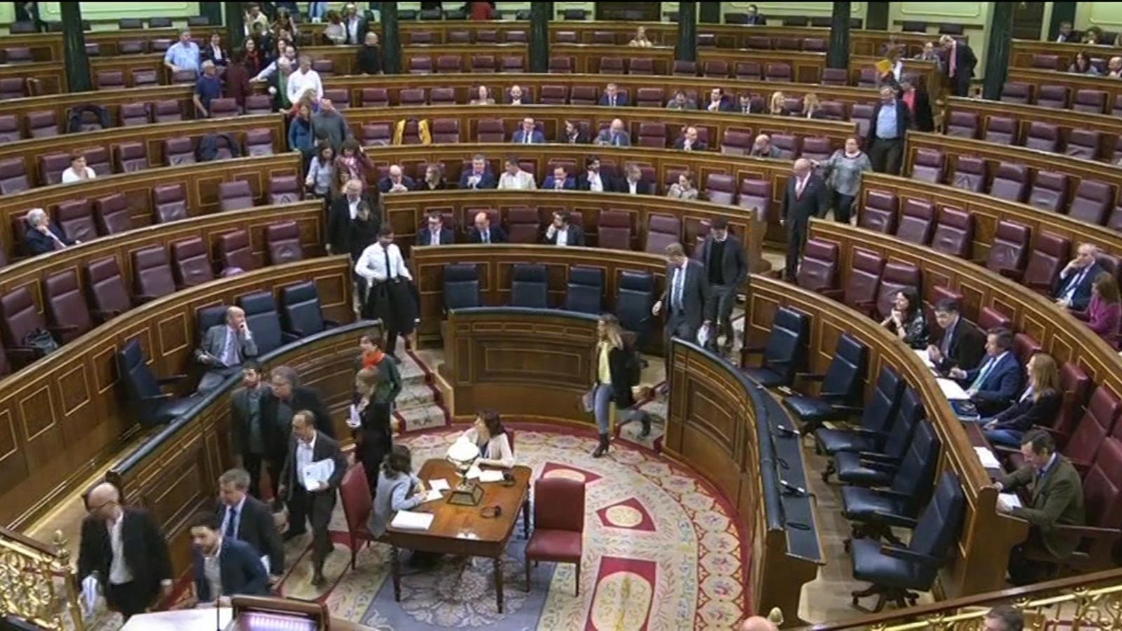 PDECat, ERC i Podem abandonen el ple del Congrés