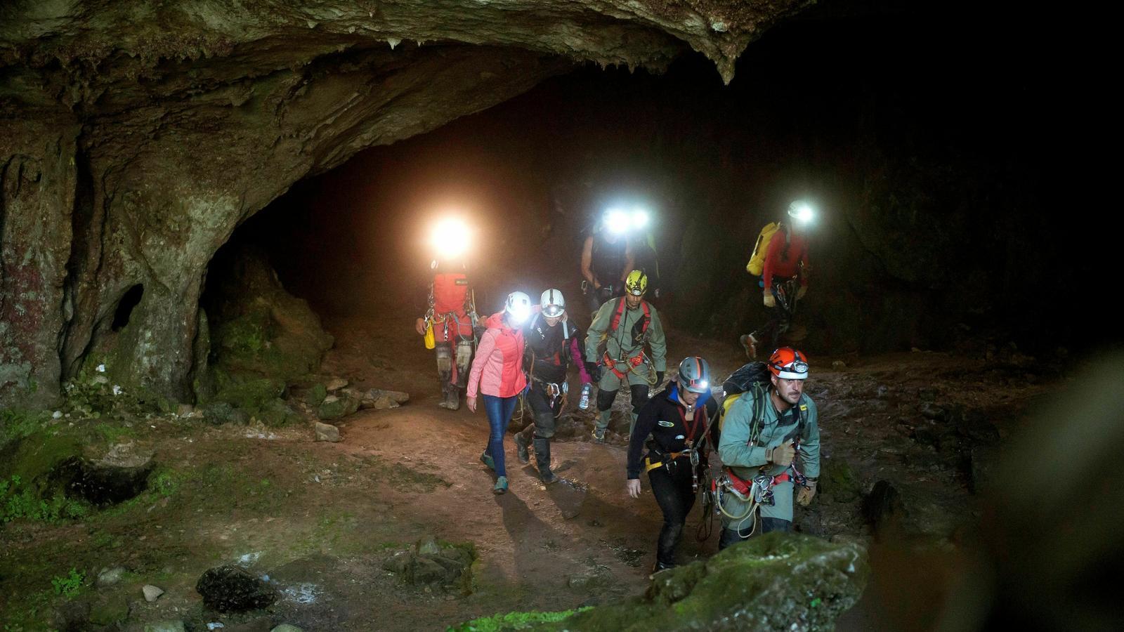 Les trets espeleòlogues van sortir de la cova pel seu propi peu