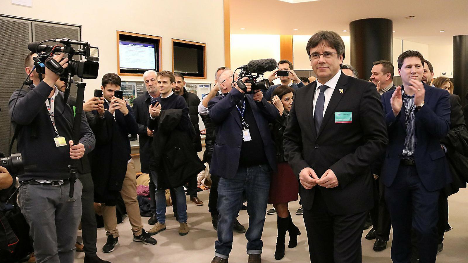 "Puigdemont: ""Si tengo el acta de eurodiputado, yo vuelvo a Cataluña"""