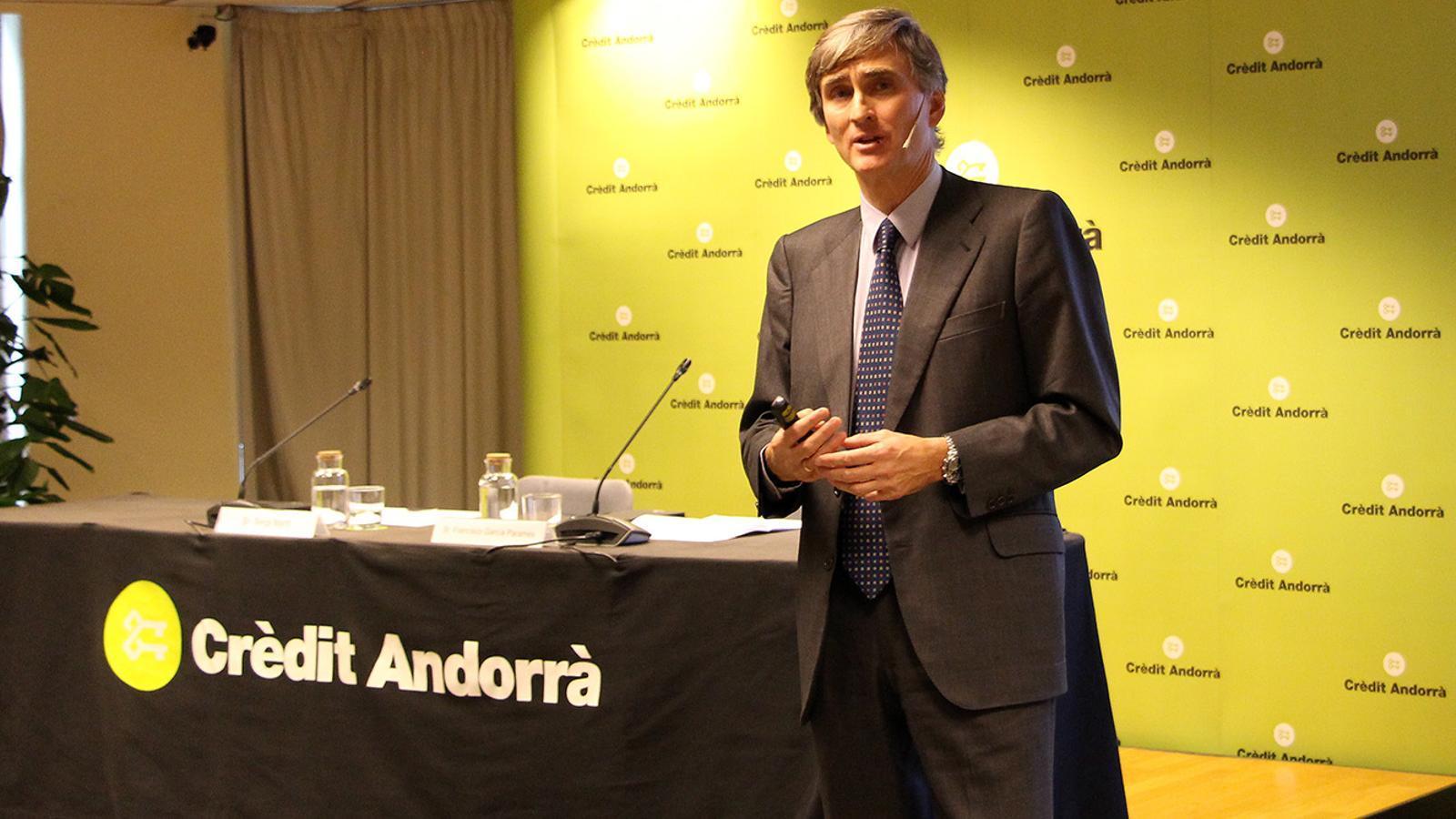 El CEO de la gestora Cobas Asset Management, Francisco García Paramés, durant la xerrada. / M. F. (ANA)