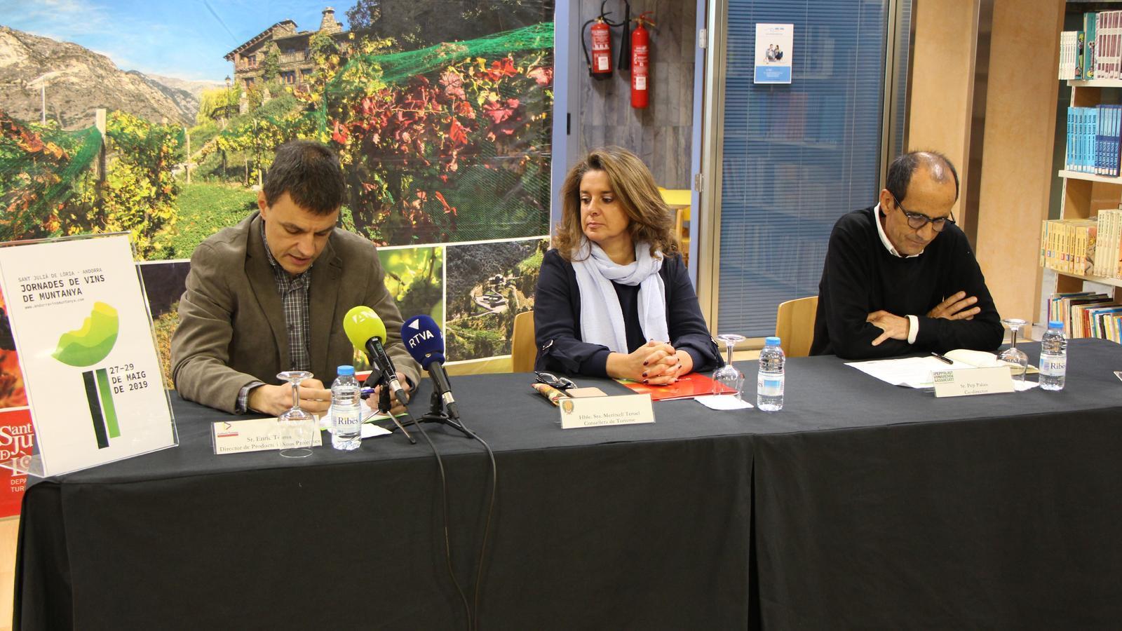 Enric Torres, director de Producte i nous Projectes, Mertixell Teruel, consellera de Turisme i Pep Palau, co-director de Vonarend & Associats. / M. R. F. (ANA)
