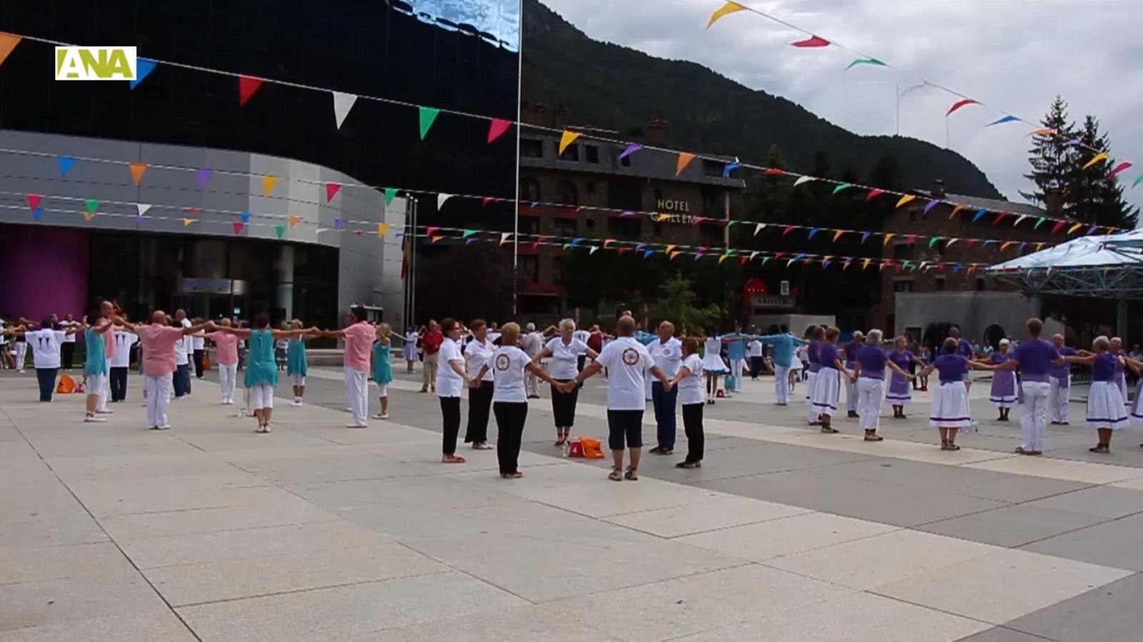 El concurs de colles sardanistes d'Encamp.