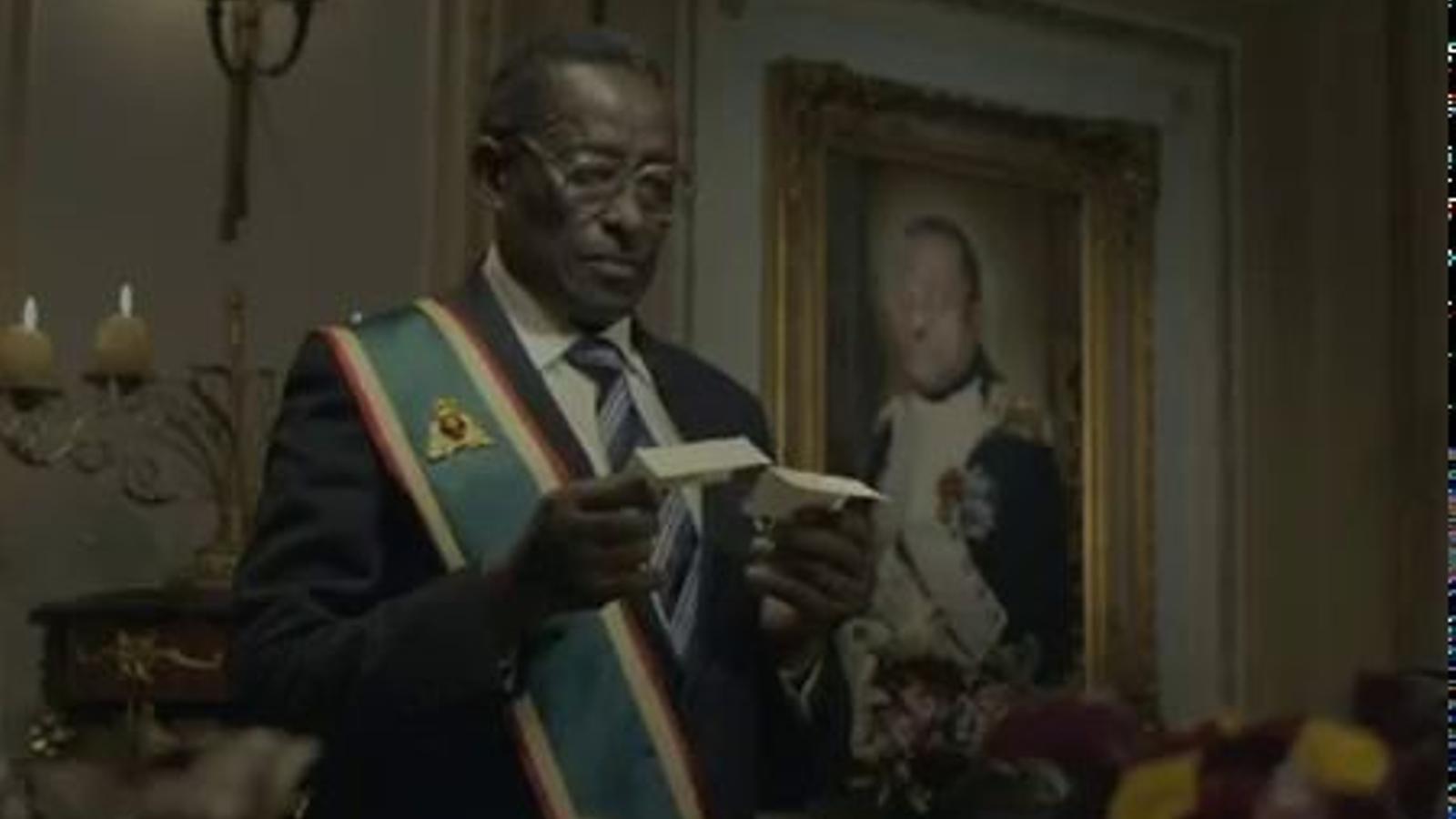 Una cadena de menjar ràpid parodia dictadors morts en un anunci musical
