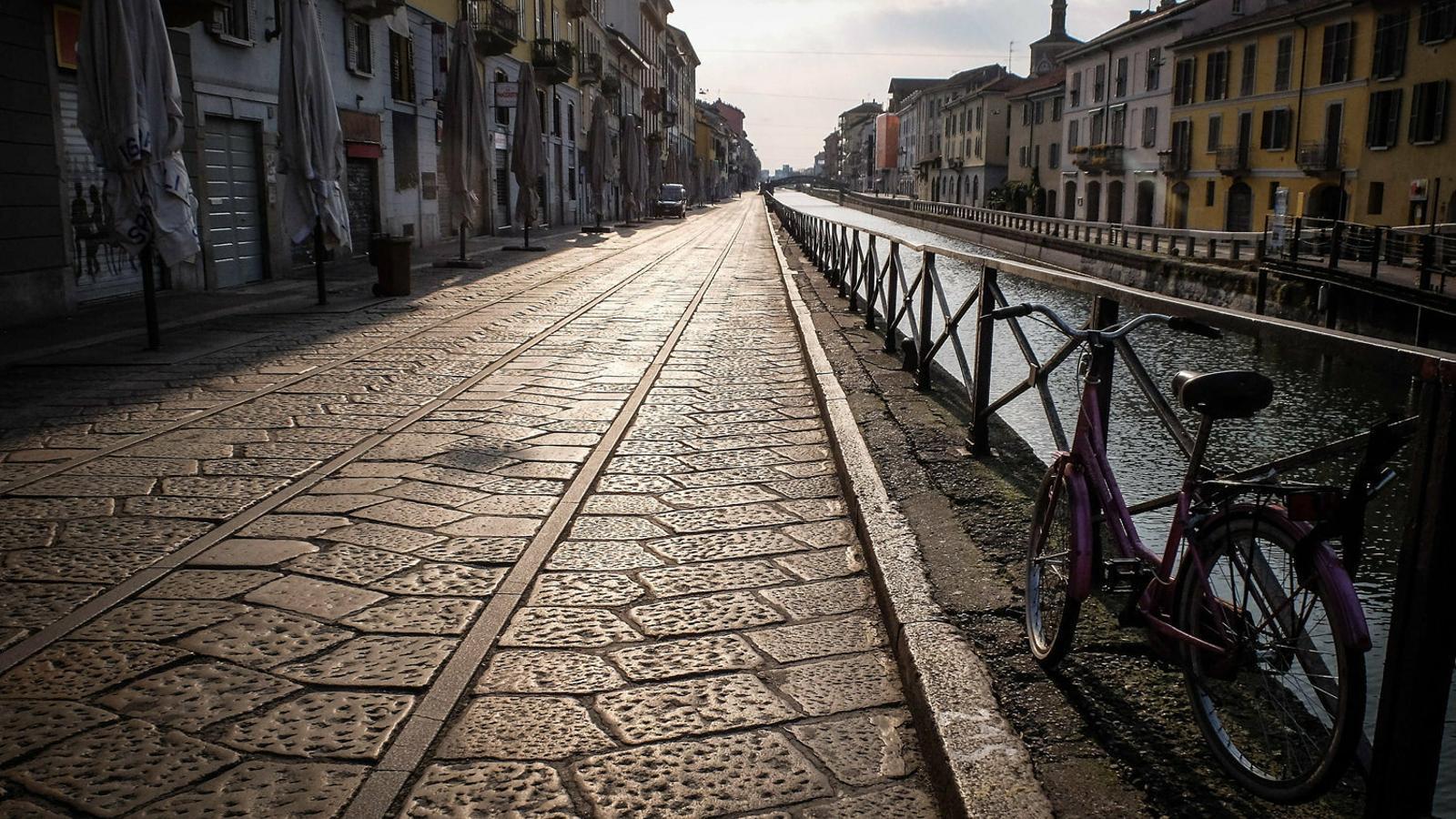 Un carrer de la ciutat de Milà totalment buit ahir.