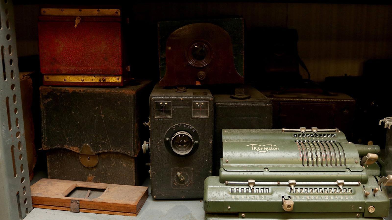 Càmeres i equipament de principi de segle de l'Arxiu Planas.