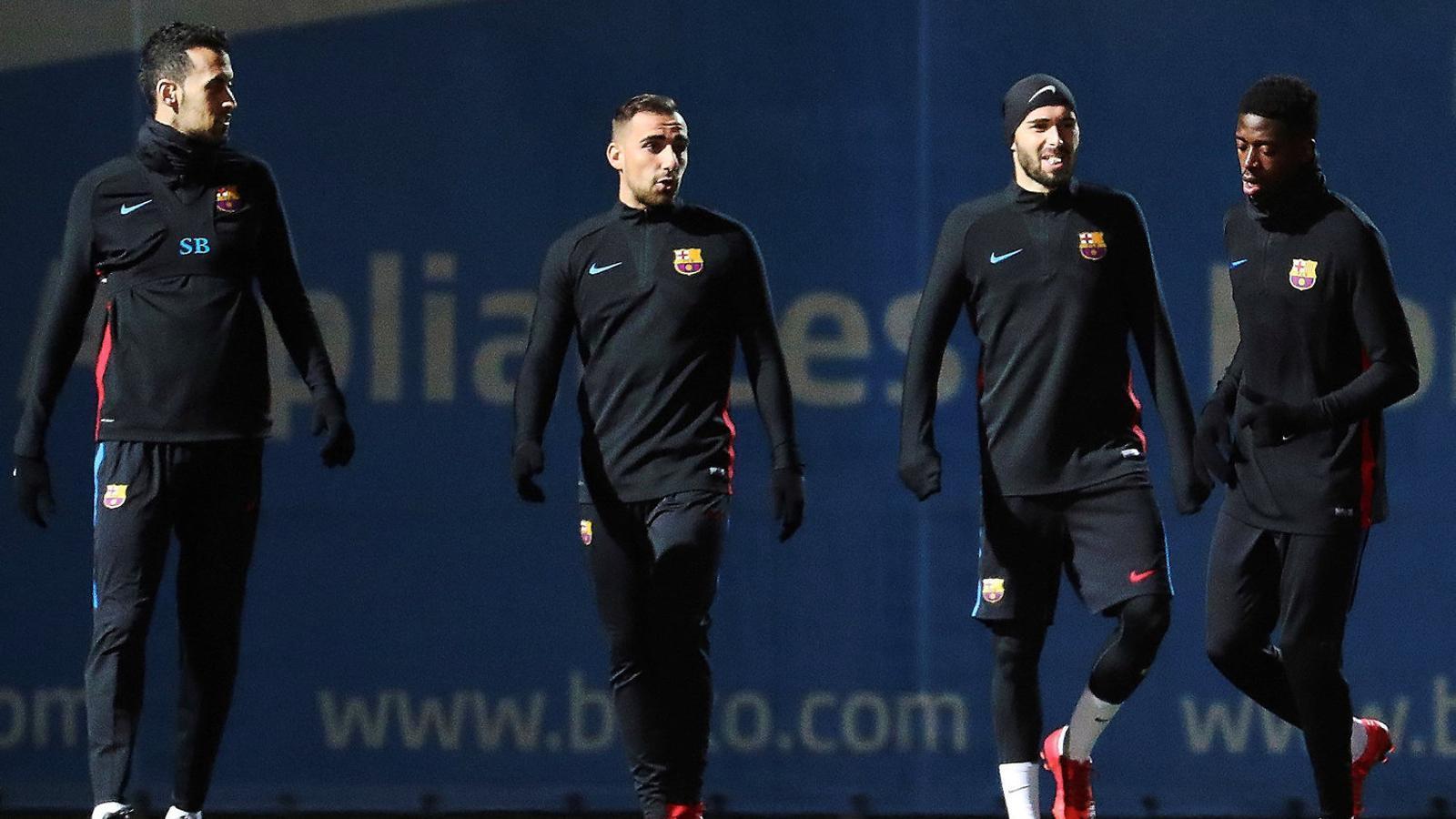 Busquets, Alcácer, Aleix Vidal i Dembélé durant l'entrenament d'ahir.