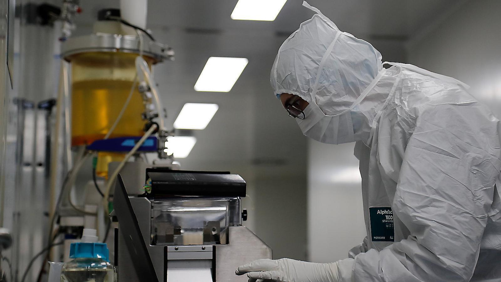 Laboratori Biocad a  Sant Petersburg, un dels molts que busquen la vacuna.