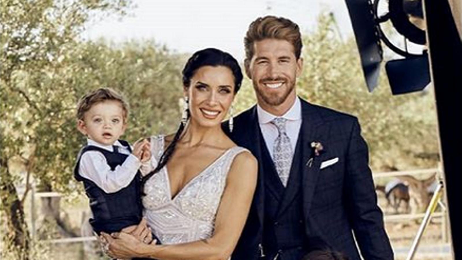 Sergio Ramos i Pilar Rubio en una imatge del dia del seu casament, amb els seus tres primers fills
