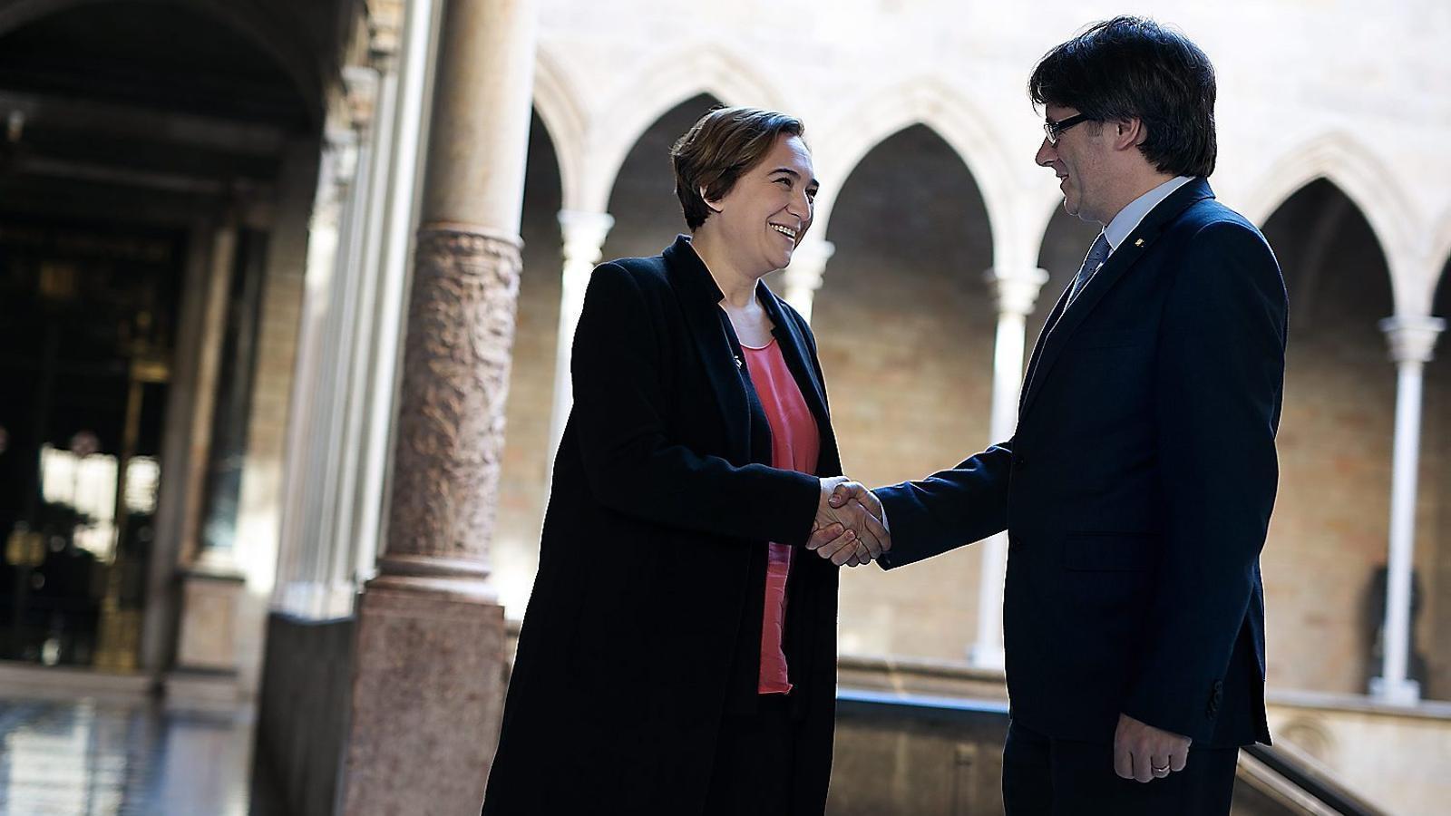 Colau i el Govern arriben a un acord perquè l'1-O es pugui votar a Barcelona