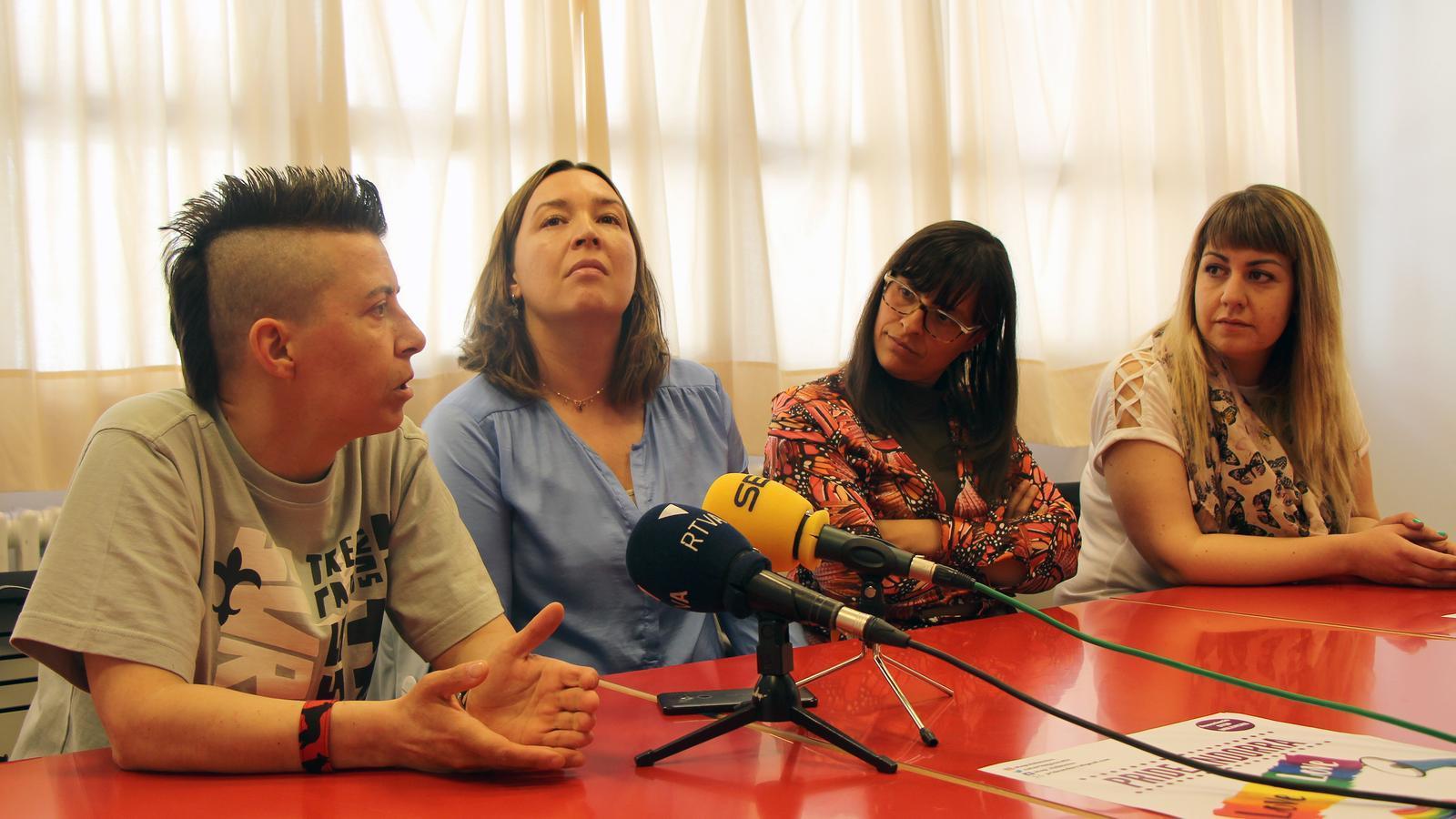 David Sicília, Rocio Soler, Vanessa Mendoza Cortés i Crsitina Valen, impulsors del primer Pride Andorra, presenten l'esdeveniment. / C. G.