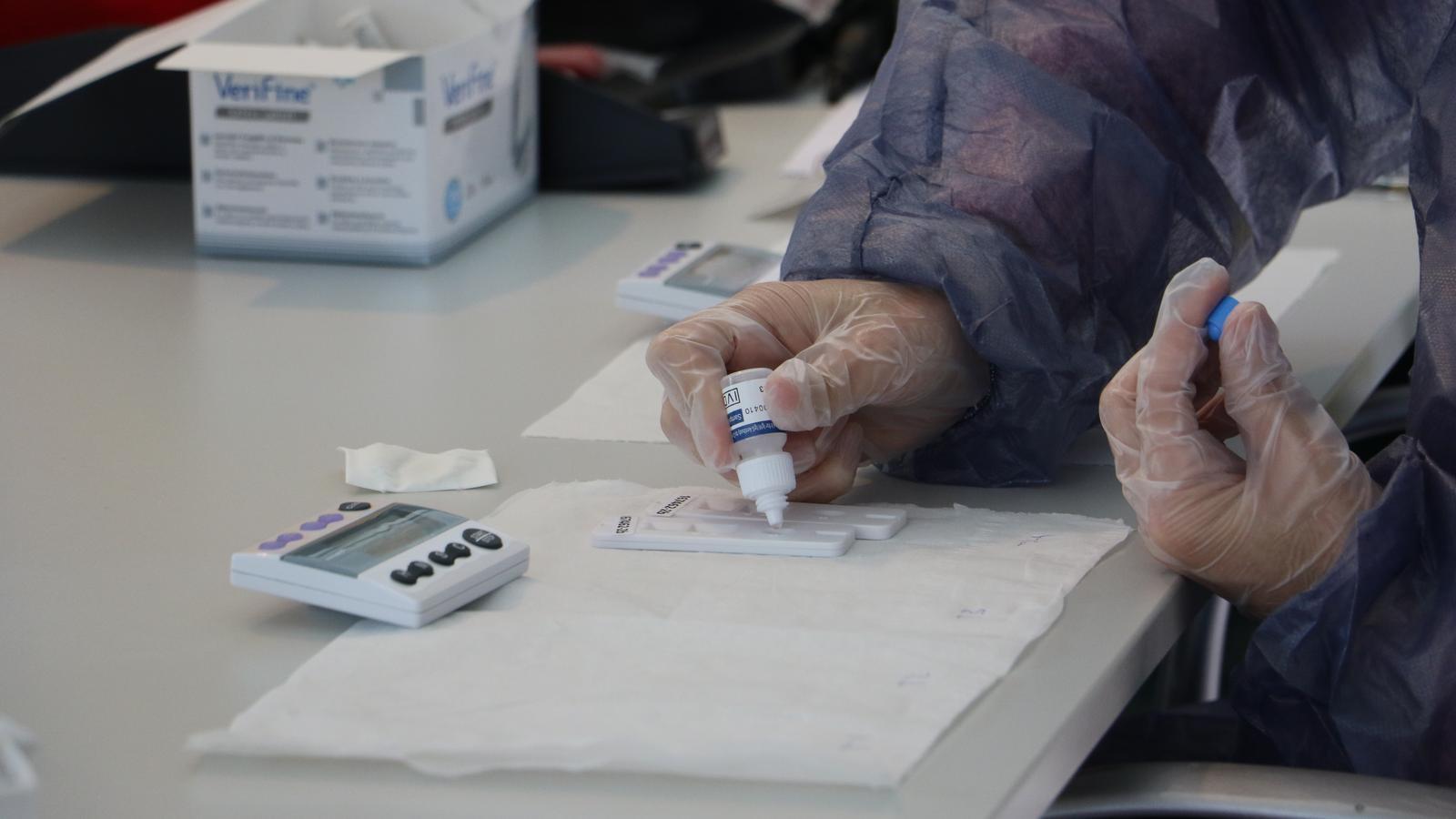 Un test d'anticossos, en una imatge d'arxiu recent. / E.C. (ANA)
