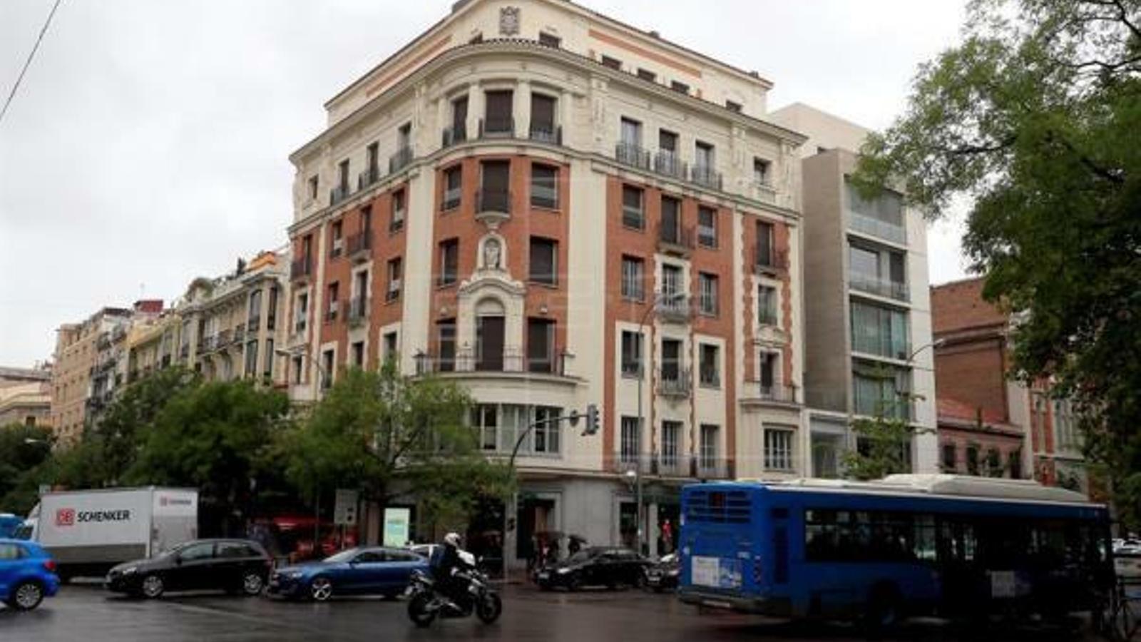 Edifici del carrer Goya, a Madrid, on es troba un dels pisos propietat de ciutadans veneçolans que blanquejaven centenars de milions d'euros obtinguts de suborns quan ostentaven càrrecs en empreses públiques sota la presidència d'Hugo Chávez. EFE / Arxiu