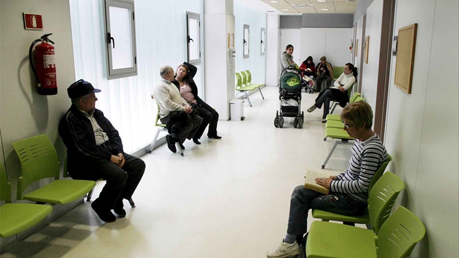 Els centres de salut podran atendre ara a tothom, amb papers o sene...en realitat ja ho feien.