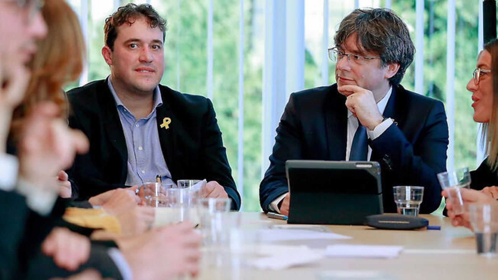L'assemblea que va servir a Puigdemont per prendre el control de JxCat es va fer per telèfon