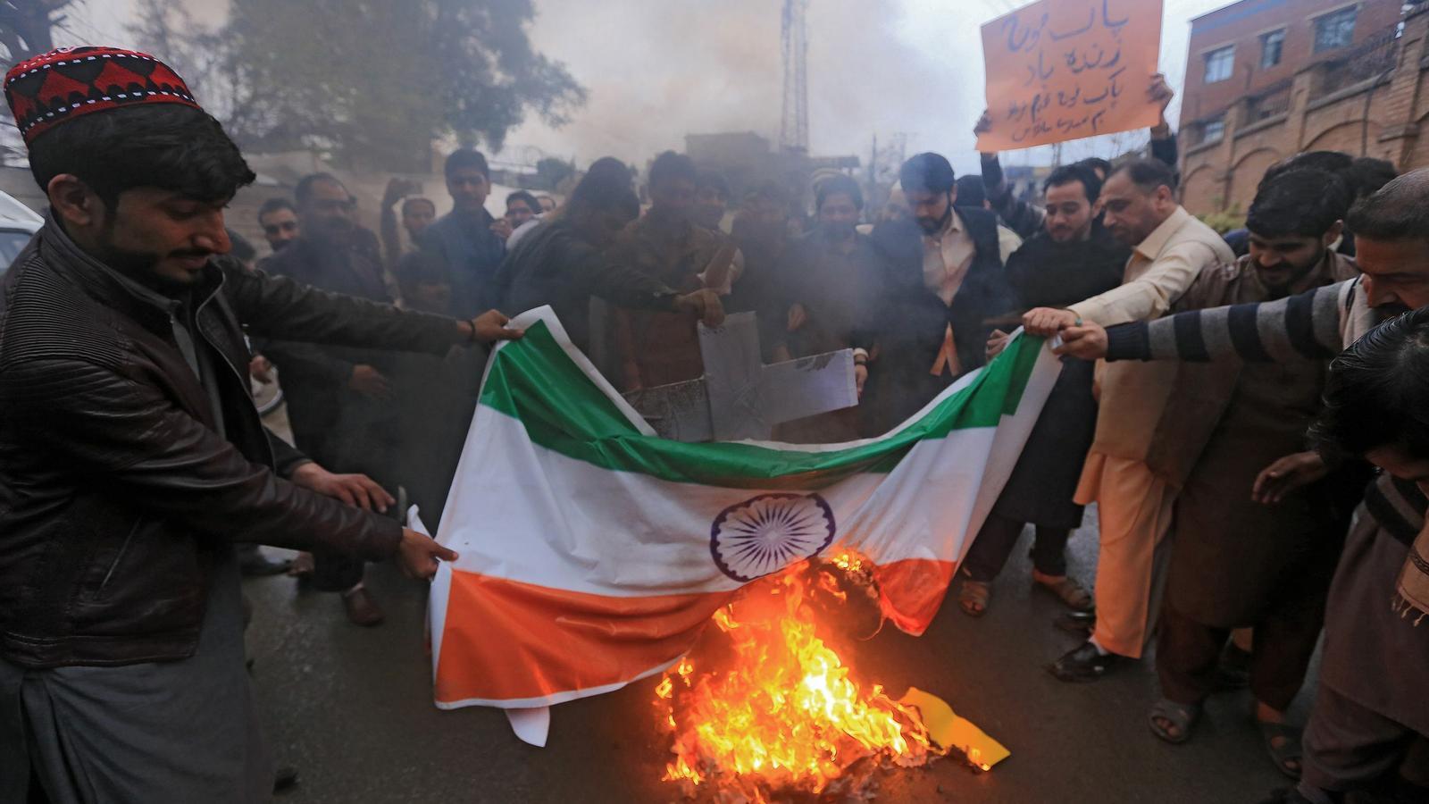 El Pakistan abat un avió de combat indi i en captura el pilot