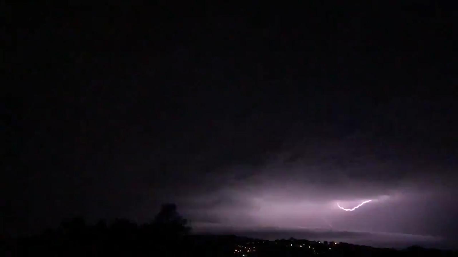 Un minut de llamps de les tempestes de les últimes hores
