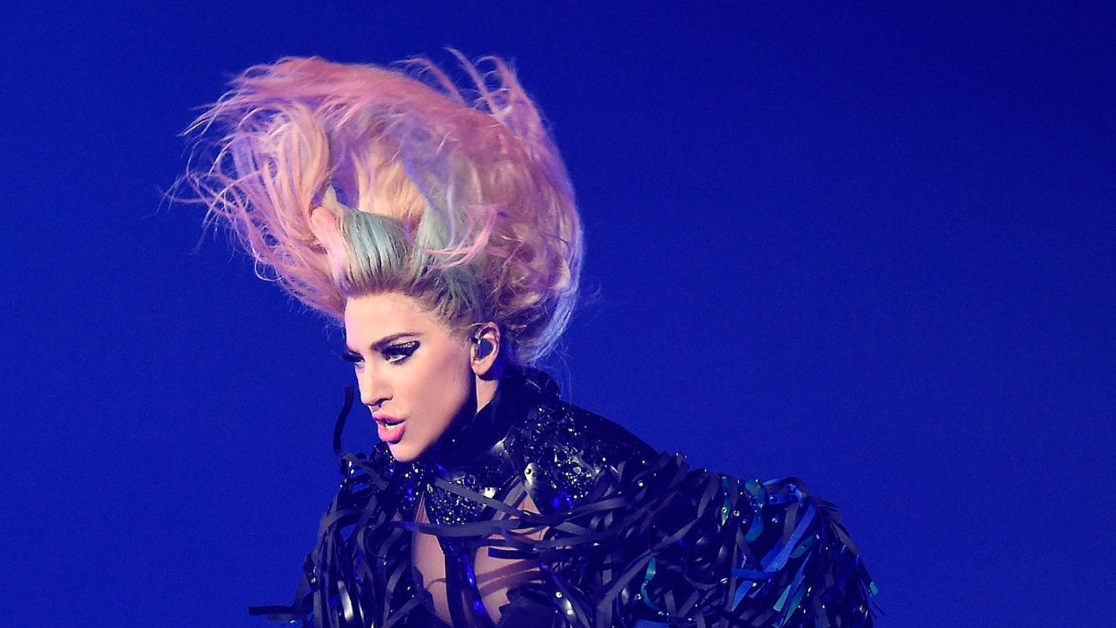 Lady Gaga durant el concert  que va fer  a Los Angeles el desembre.