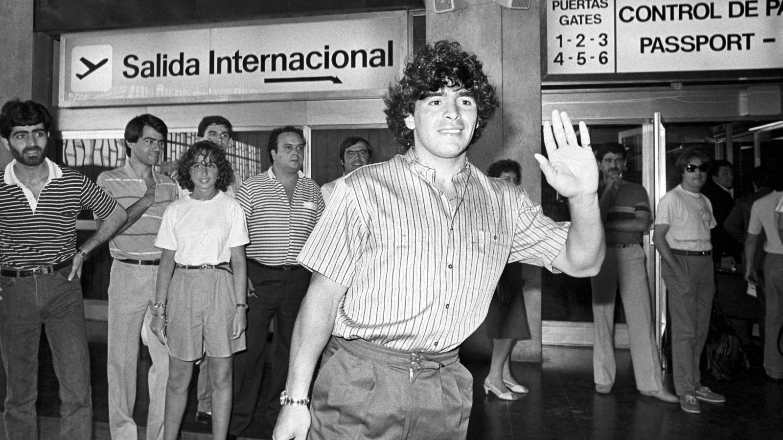Diego Armando Maradona l'any 1984, abans de marxar traspassat al Nàpols.