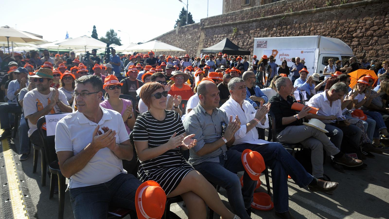 Els militants del Bloc Nacioalista Valencià, durant l'acte polític de la diada.