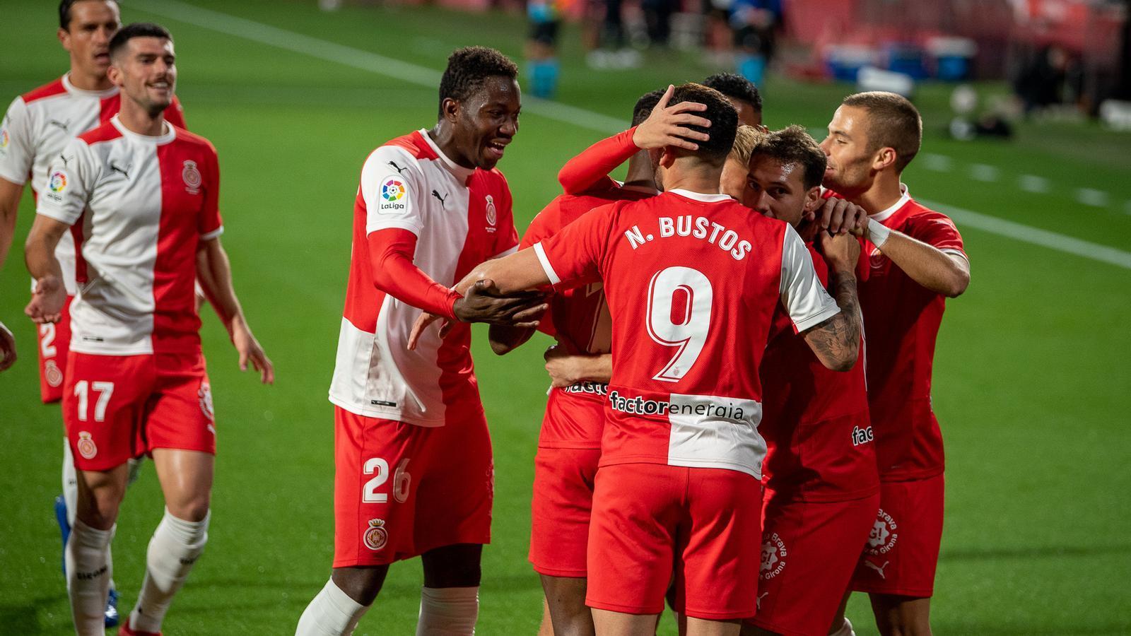 Els jugadors del Girona celebren un dels gols contra el Cartagena