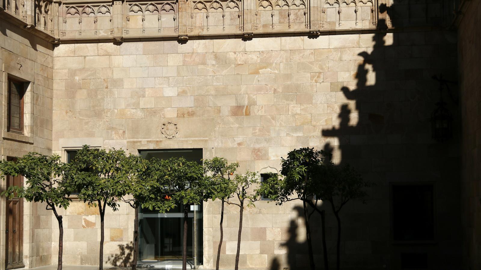 Despengen el llaç groc del Pati dels Tarongers del Palau de la Generalitat